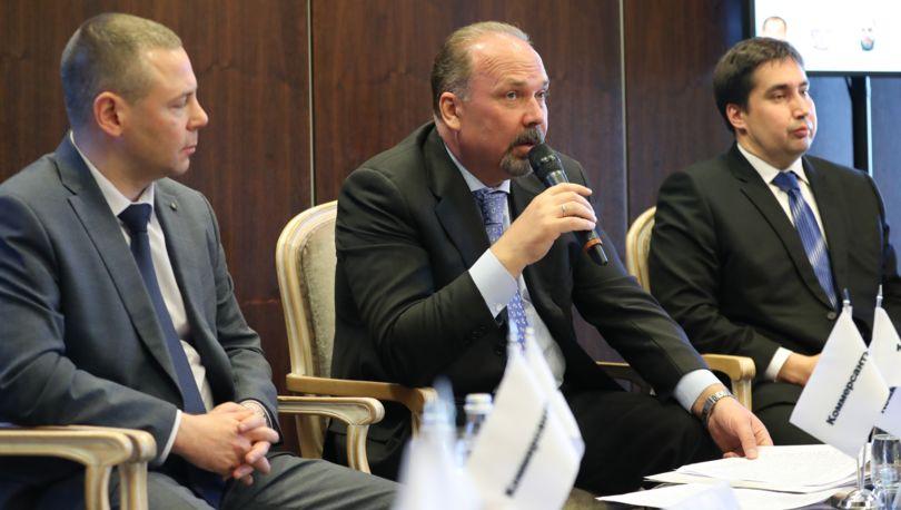 Депутат ЗакСа спросил Полтавченко омусоре вПриморском районе