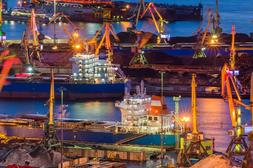 краны, морской порт