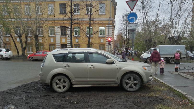 Наказание за парковку на газонах предлагают вернуть