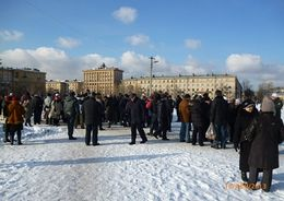 На пикет в защиту Фарфоровского кладбища собрались 60 человек
