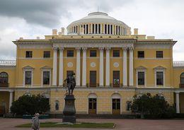 В Павловске ремонтируют памятники