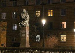 Памятники Маяковскому и Джалилю получили новую подсветку