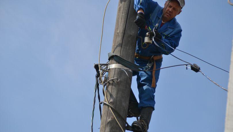 «Ленэнерго» не может подключить потребителей из-за конфликта жителей деревни в Лужском районе