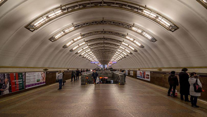 метро траур