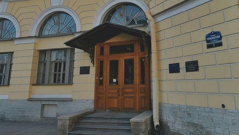 Владельца строения на ул Евгеньевская, д. 2 заставили вернуть зданию прежний облик