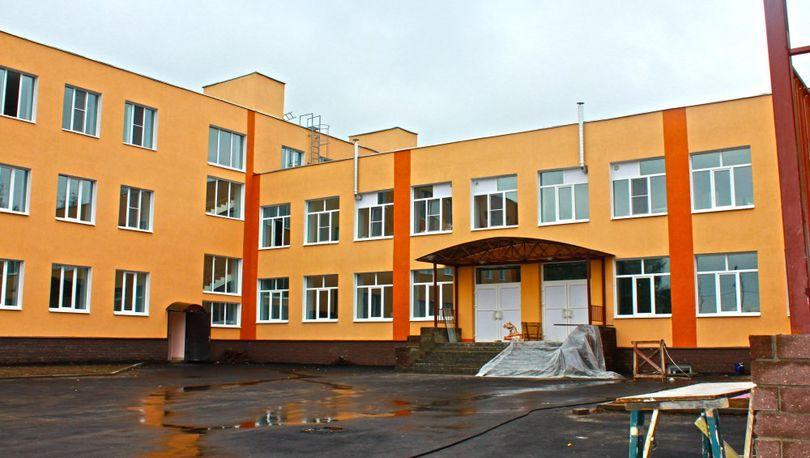 Уровень обеспеченности образовательными учреждениями в Петербурге снизился