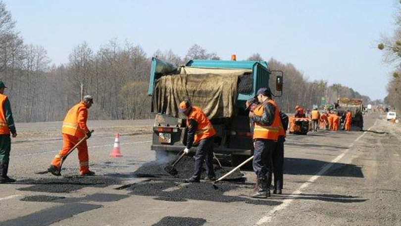 Не выполнивших программу ремонта дорог накажут рублем