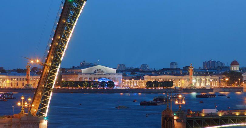 Дворцовый иТроицкий мосты будут поднимать на15 мин. доэтого