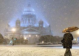 На Петербург идет снежный буран