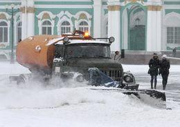 На уборке улиц Петербурга в четверг будет задействовано 500 машин