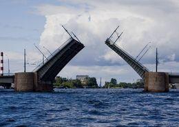 Тучков мост закроют на ремонт