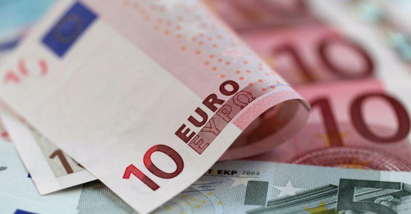 ЦБ увеличил курсы доллара иевро