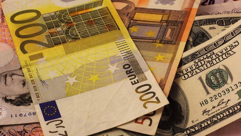Рубль крепнет, курсы евро и доллара снижаются
