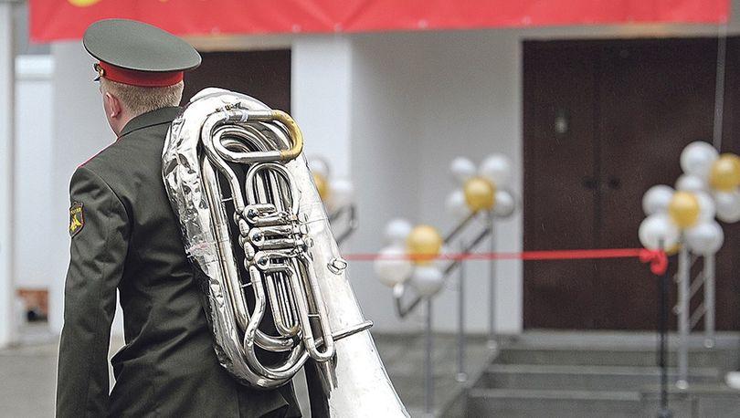 Российским военнослужащим разрешили продавать ипотечное жилье друг другу.