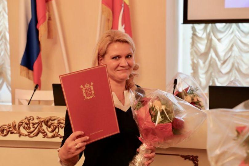 Церемония вручения документов на право приобретения жилых помещений в рамках целевой программы Санкт-Петербурга «Жилье работникам бюджетной сферы»