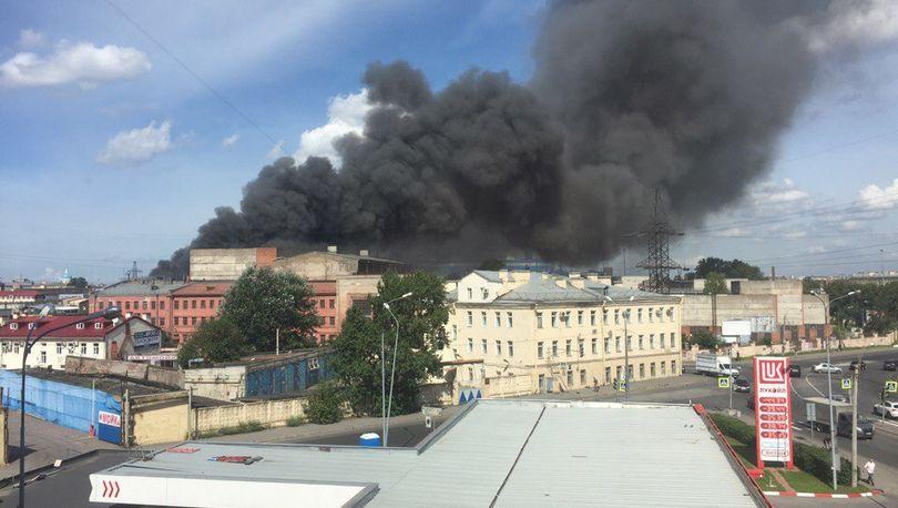 На Киевской тушат пожар в промзоне