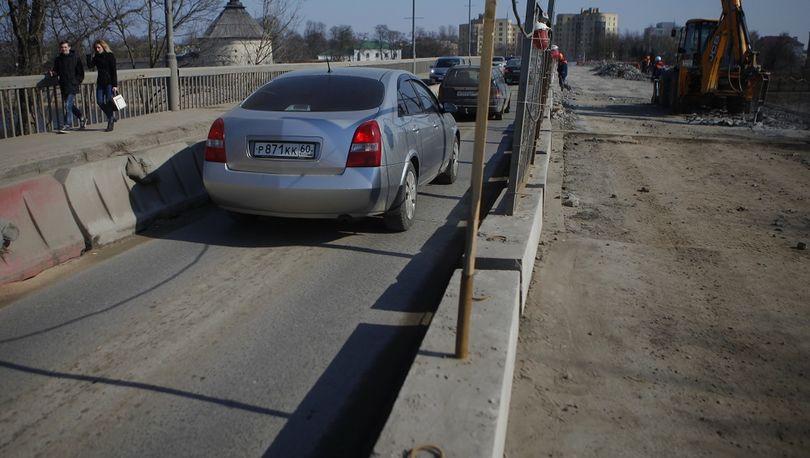 Половину моста через р.Великую в Пскове откроют в июле