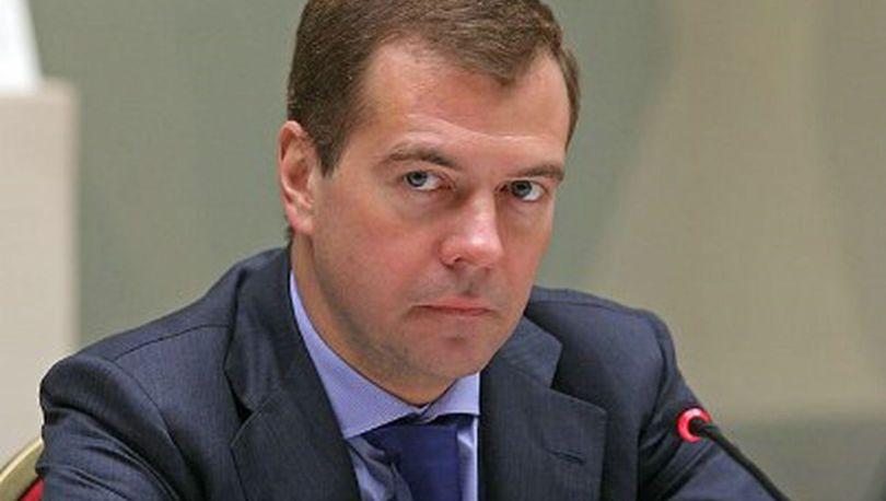 Медведев: Губернаторы должны контролировать привлечение частных денег в ЖКХ