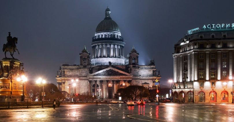 Активисты повесили вметро Петербурга лозунги против передачи Исаакия РПЦ