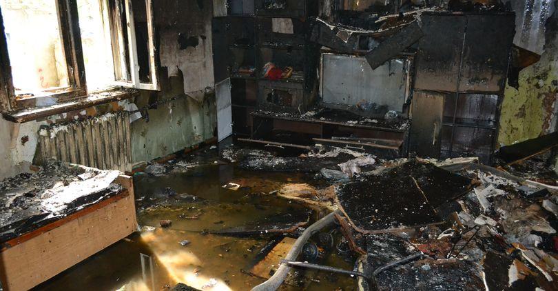 В пожаре на Стародеревенской пострадали младенец и две женщины