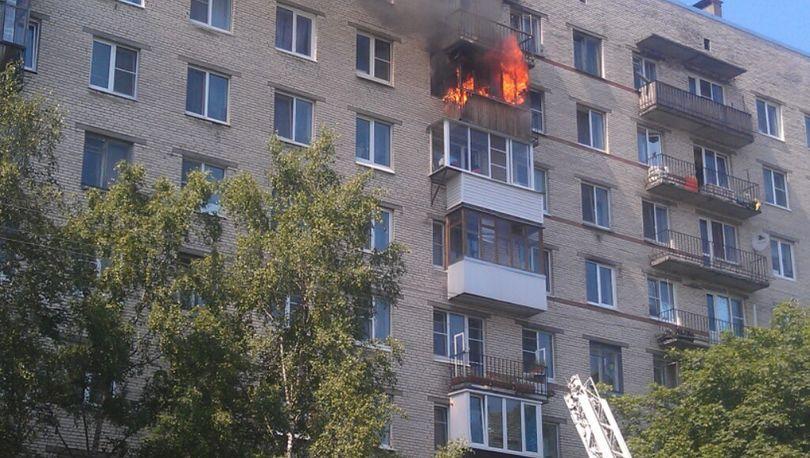 В Купчино мужчину эвакуировали из горящей квартиры