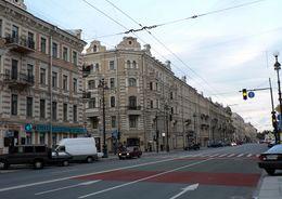 Старо-Невский проспект становится улицей бутиков