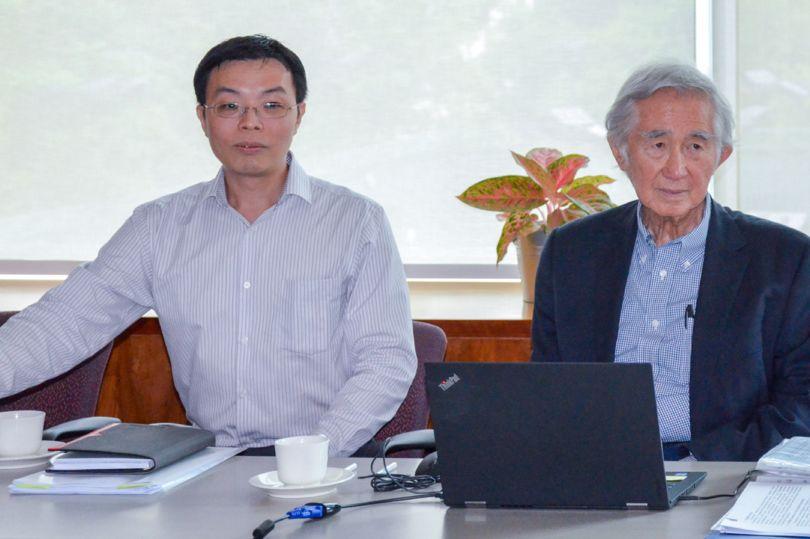 Лю Тай Кер (справа)