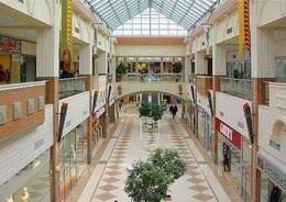 В Петербурге продолжает расти доля свободных торговых площадей