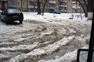 В Смольном рассказали, почему на улицах плохо убирают снег