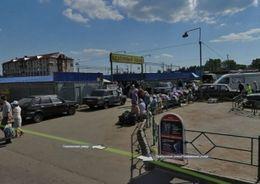 Площадку у станции метро «Рыбацкое» отдали под парковку
