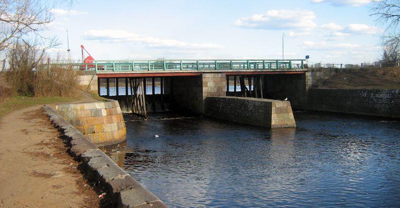 На трассе М-10 «Россия» отремонтируют мост