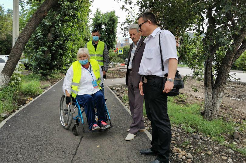 Человек в инвалидной коляске