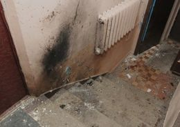 В Невском районе в подъезде дома произошел взрыв