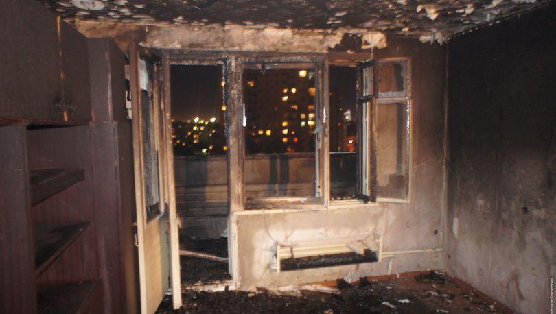 15 человек эвакуировали из-за квартирного пожара в Колпино