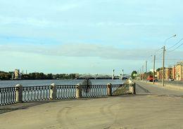На Октябрьской набережной реконструируют канализацию
