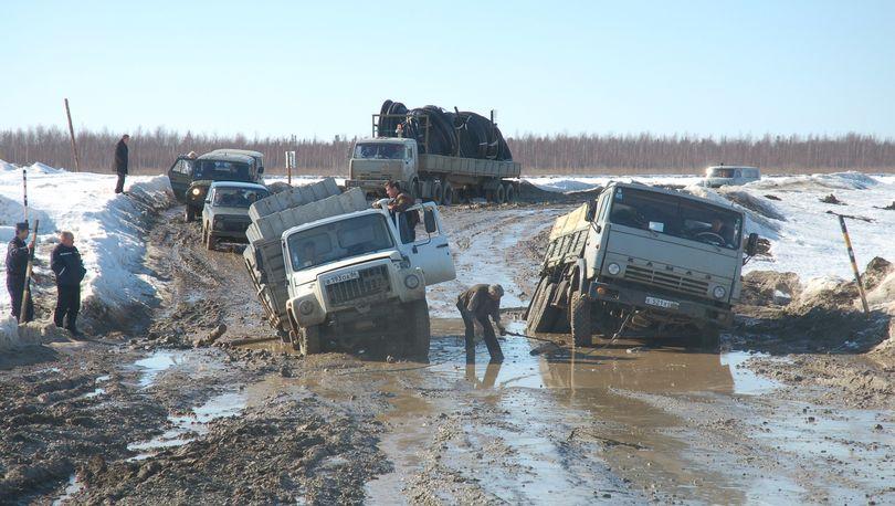 Медведев: Дороги в стране исчезают  весной и осенью