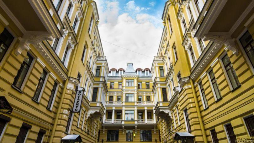 Цены наэлитное жилье вПетербурге загод снизились на0,7%