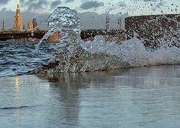 Водоканал: Питьевая вода в Петербурге абсолютно безопасна