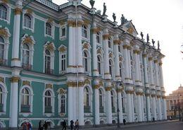 Комитет по строительству организовал экскурсию в Эрмитаж для воспитанников интерната