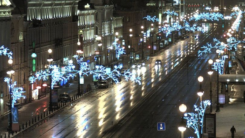 На новогоднее оформление Петербурга потратят 242 млн рублей