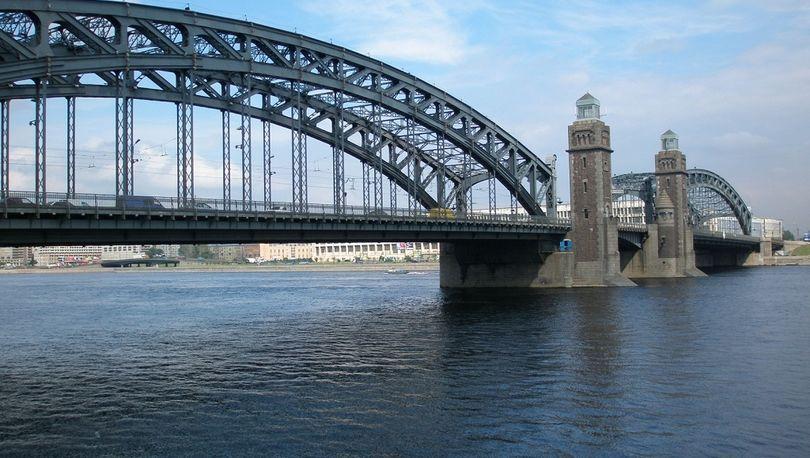 На Большеохтинском мосту введут реверсное движение