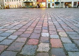 Городские дороги будут посыпать гранитной крошкой
