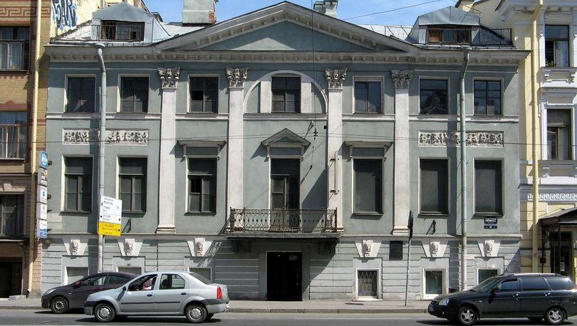 Смольный предложил 7 зданий под концессию