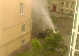 На Васильевском забил коммунальный фонтан