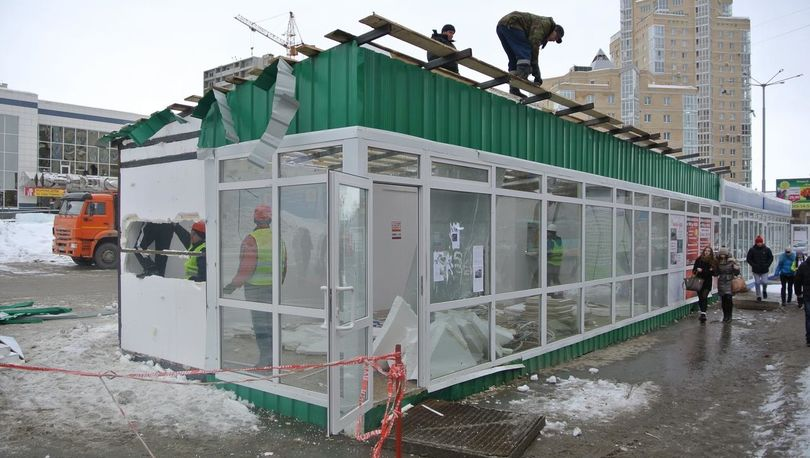 На севере Петербурга сносят торговые павильоны
