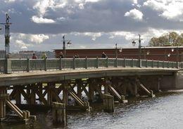 В Петербурге ремонтируют Иоанновский мост