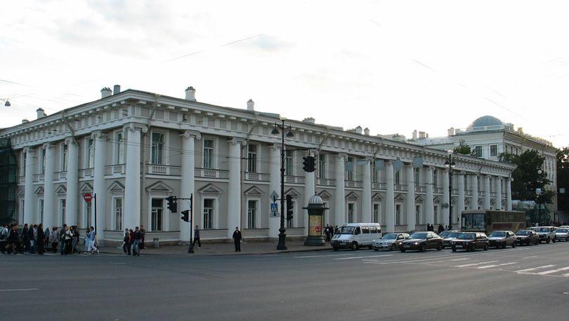 Со зданий комплекса Аничкова дворца снимают леса