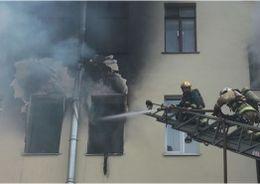 Из горящего дома на Карташихина эвакуировали  20 человек