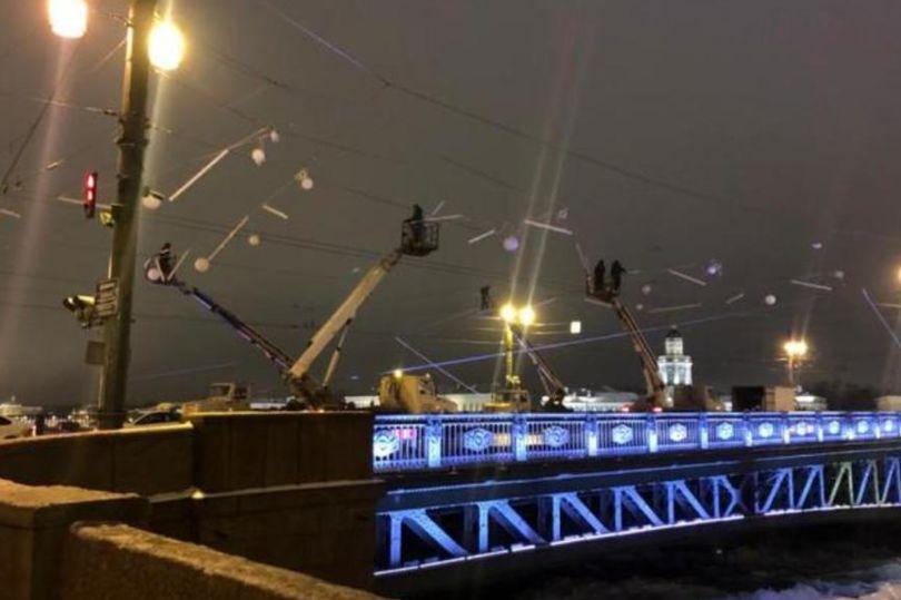 освещение дворцового моста