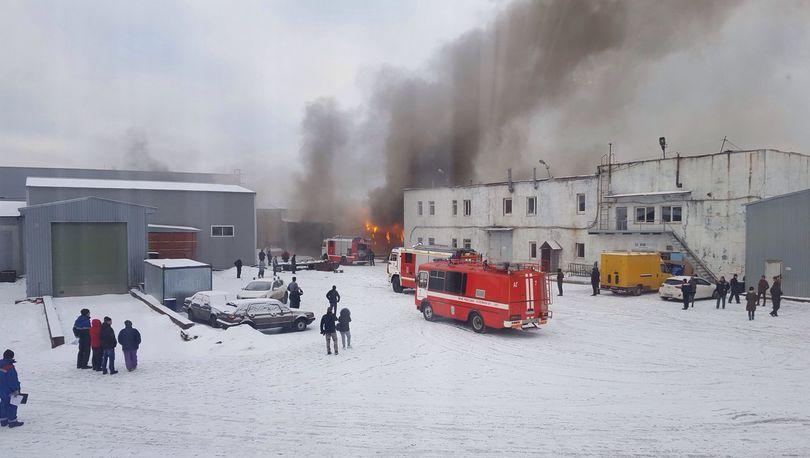 В Невском районе горел ангар